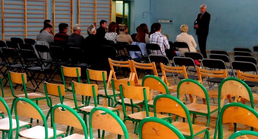 wojt-rada-urzad-wybory-zebrania, SPOTKANIE MIESZKAŃCAMI SPRAWIE REFERENDUM - zdjęcie, fotografia
