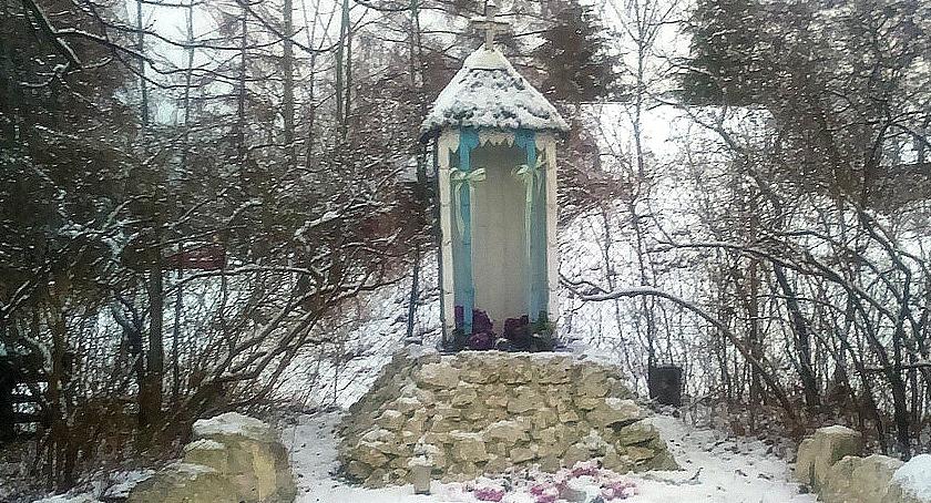cmentarze, KOLEJNY NOCNY FIGURKĘ - zdjęcie, fotografia