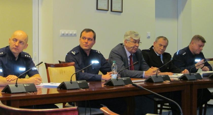 zebrania, POLICYJNA DEBATA SPOŁECZNA - zdjęcie, fotografia