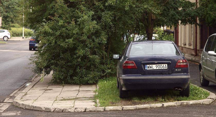Mistrzowie parkowania , Parkowanie ulicy Piotra Wysockiego - zdjęcie, fotografia