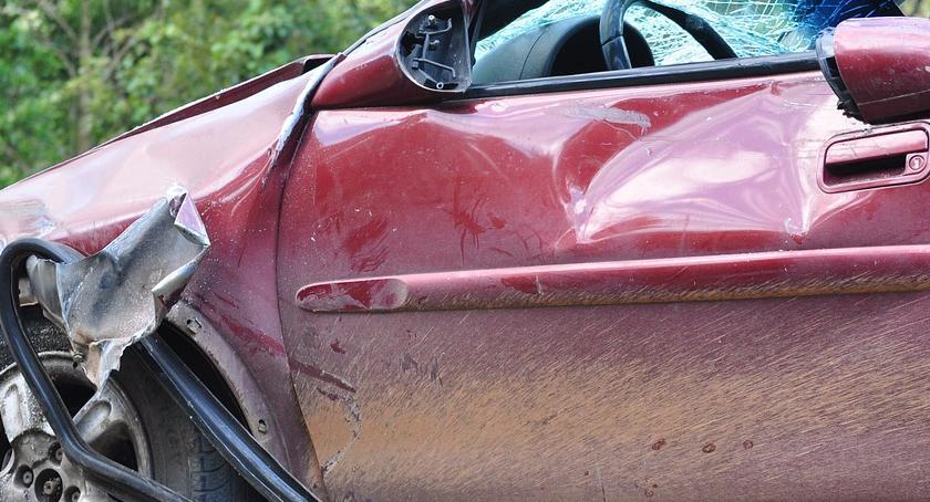 Na Sygnale , Spowodował wypadek uciekł pieszo - zdjęcie, fotografia