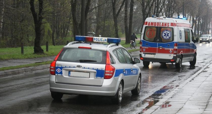 bezpieczeństwo, letni mężczyzna przetrzymywany przez rodziców odwecie zniszczył radiowóz - zdjęcie, fotografia