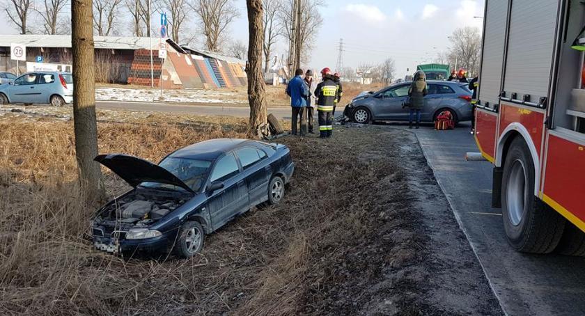 bezpieczeństwo, Wypadek Radzymińskiej Samochód rowie [ZDJĘCIA] - zdjęcie, fotografia