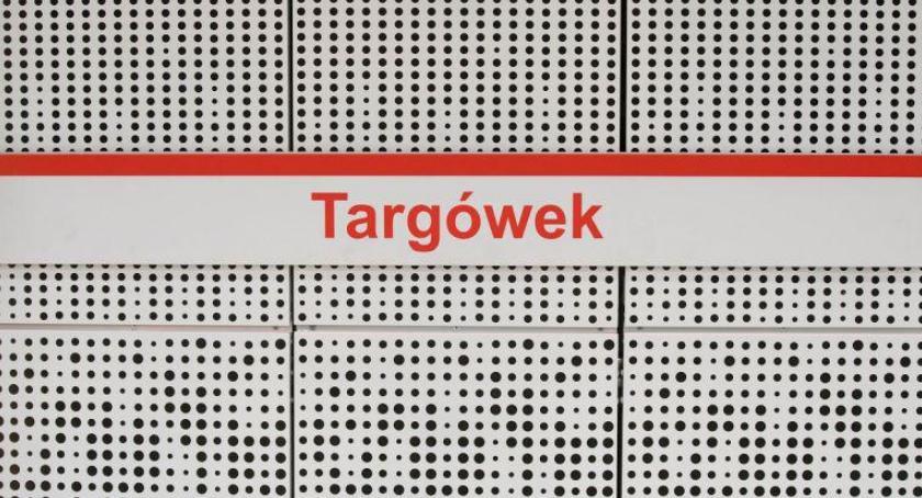 komunikacja, Stacja Targówek odcieniach bieli Szwedzka szarościach widać wystrój - zdjęcie, fotografia