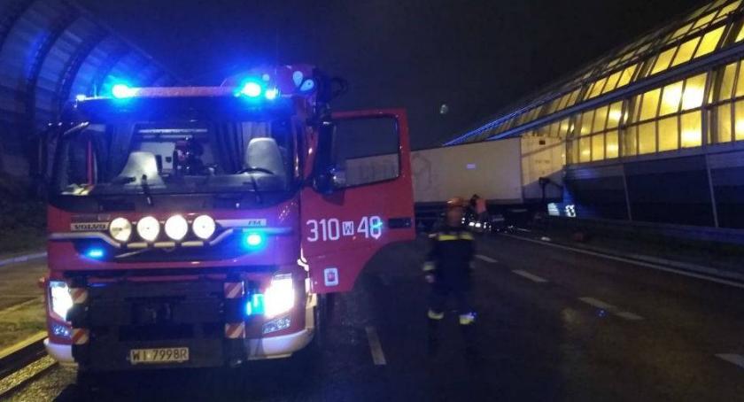 straż pożarna przy wypadku na trasie toruńskiej