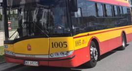 Autobus zderzył się z czterema samochodami. Dwie osoby w szpitalu