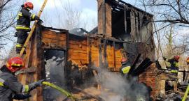Pożar przy Jeleniogórskiej. Butle gazowe w ogniu [ZDJĘCIA]
