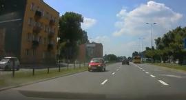 Radzymińską pod prąd... Dziwne zachowanie kierowcy [FILM]