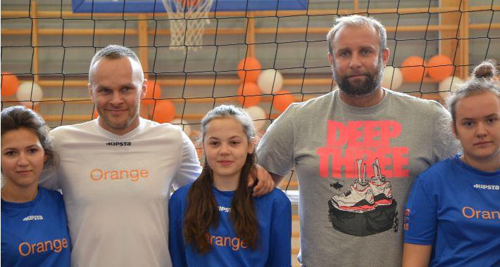 Sport, Wręczenie sprzętu sportowego uczniów Pomiechówka - zdjęcie, fotografia