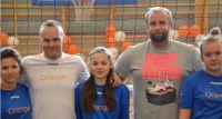 Wręczenie sprzętu sportowego dla uczniów z Pomiechówka