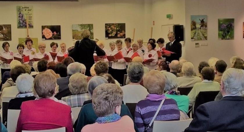 Seniorzy, najbliższy poniedziałek obradują Seniorzy - zdjęcie, fotografia