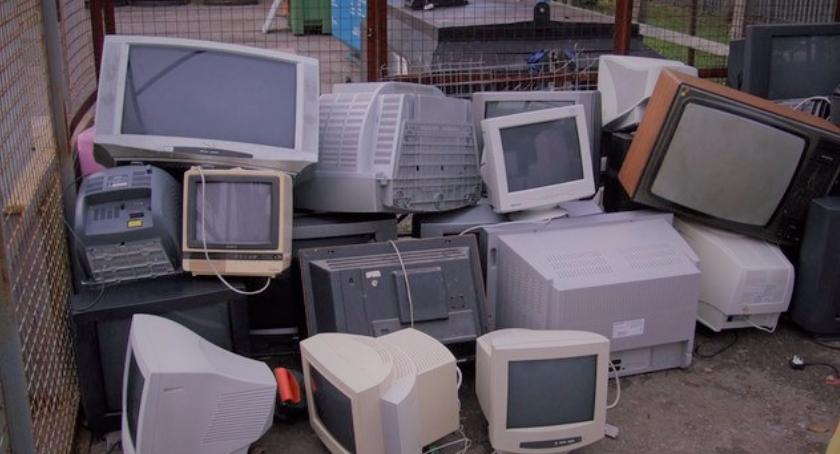 Gospodarka odpadami, zrobić porządek garażach piwnicach - zdjęcie, fotografia