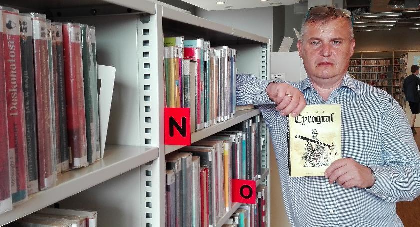 Książka, Ciekawa promocja książki rembertowskiej Bibliotece Pawła - zdjęcie, fotografia