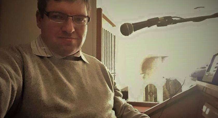 Edukacja i wychowanie, Organista rolkach rozmowa muzykiem kompozytorem Piotrem Tomaszem Harasimiukiem - zdjęcie, fotografia