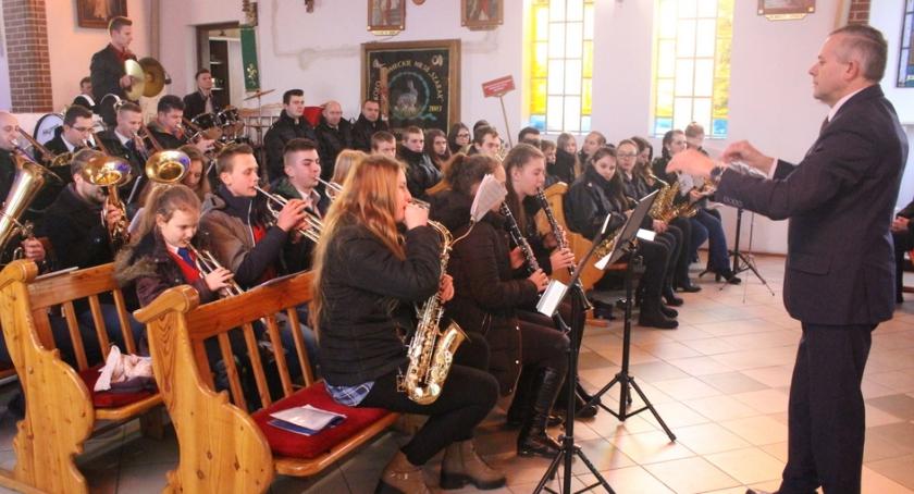 Muzyka, Brzeźnie zagrały orkiestry - zdjęcie, fotografia