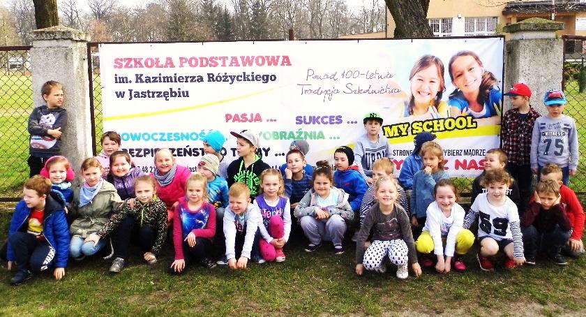 Oświata, Reklamują swoją szkołę - zdjęcie, fotografia