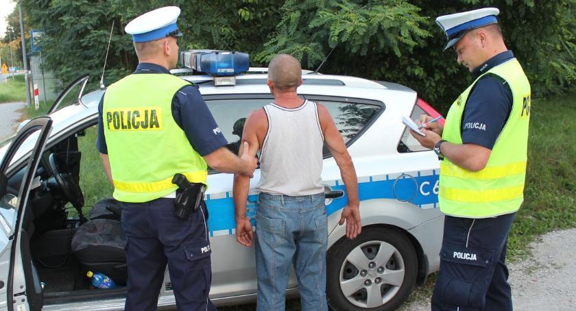 Kronika kryminalna, Pijany recydywista chciał przekupić policjantów - zdjęcie, fotografia