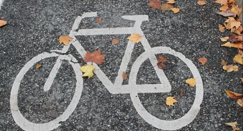 Inwestycje, Będzie ścieżka pieszo rowerowa Tłuchowie - zdjęcie, fotografia