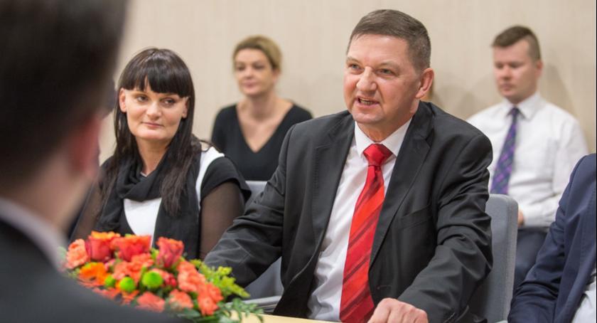 Urzędy, Wójt Tłuchowa dostał podwyżkę - zdjęcie, fotografia