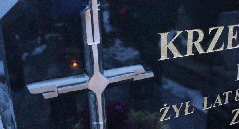 Kronika kryminalna, Zbezcześcili okradli groby Grochowalsku - zdjęcie, fotografia