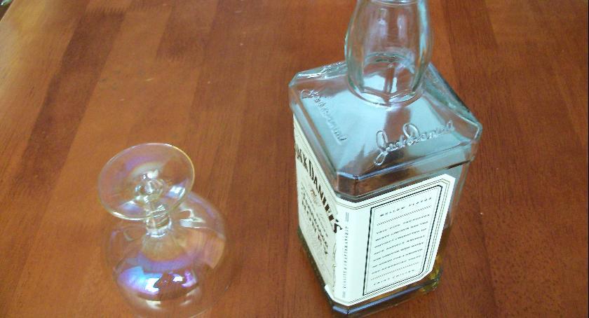 Urzędy, Pijaństwo nadal dużym problemem - zdjęcie, fotografia