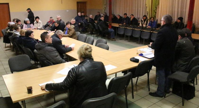 Urzędy, Problemy mieszkańców Chalina - zdjęcie, fotografia