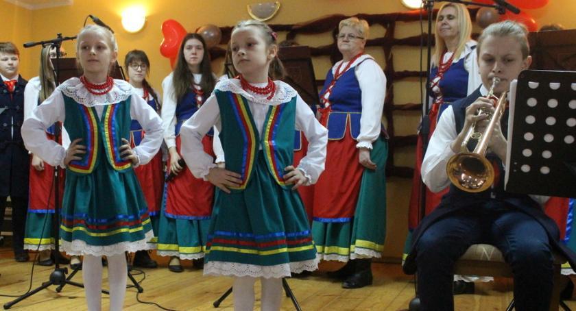 Wydarzenia lokalne, Wielkanocna biesiada mieszkańcami Chrostkowa - zdjęcie, fotografia