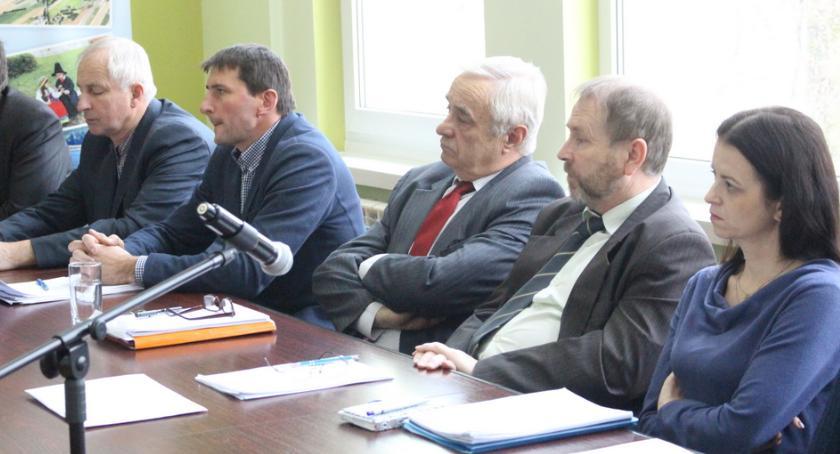 Urzędy, Gromy radnych burmistrza - zdjęcie, fotografia