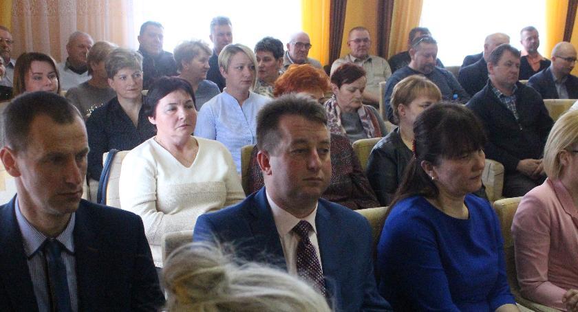 Inwestycje, Przeciwnicy chlewni Piasecznie złożyli petycję - zdjęcie, fotografia