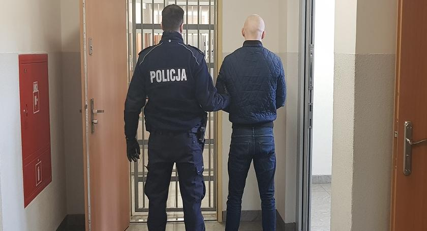 Kronika kryminalna, latek groził śmiercią - zdjęcie, fotografia