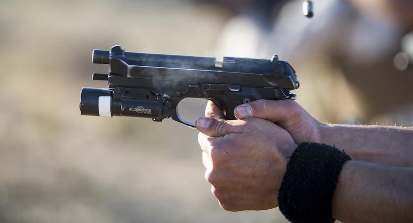 Kronika kryminalna, Szok! latek chciał zabić strzelnicy! - zdjęcie, fotografia
