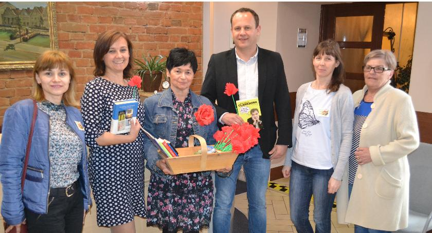 Biblioteki, Świętowali książkami - zdjęcie, fotografia