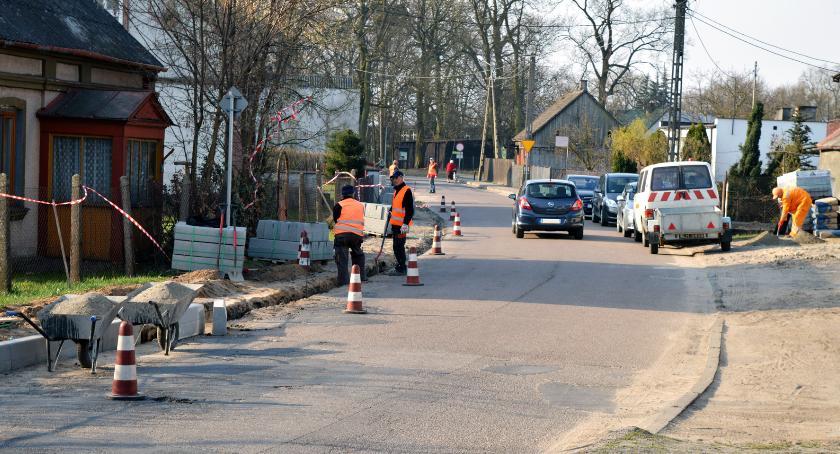 Inwestycje, powiecie lipnowskim leją asfalt miło - zdjęcie, fotografia