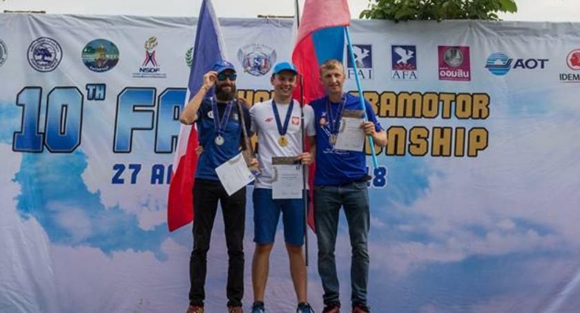 Ciekawi ludzie, Wojciech Bógdał motoparalotniowym mistrzem świata - zdjęcie, fotografia