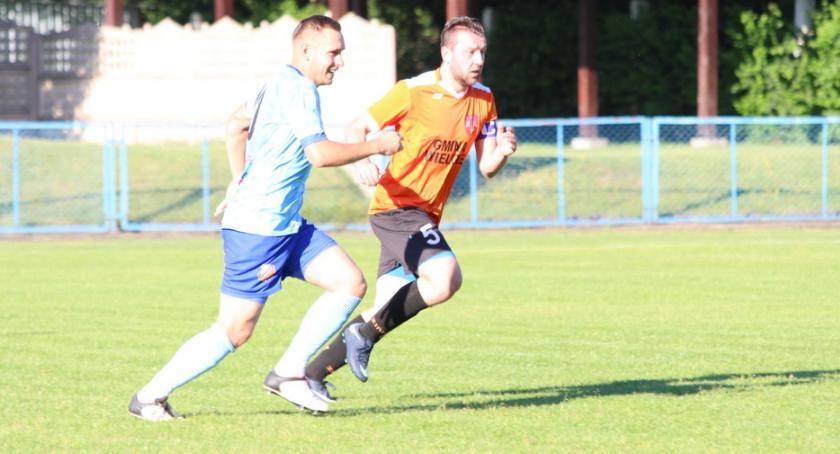 Piłka nożna, Mocny finisz Mienia - zdjęcie, fotografia