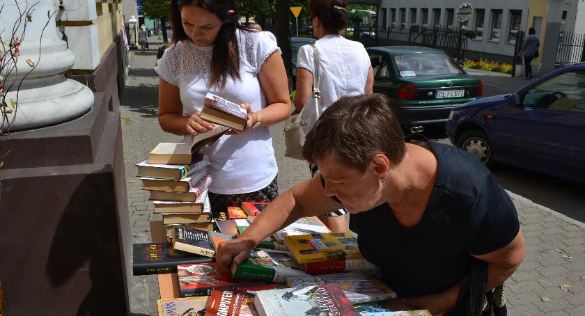 Biblioteki, Uwolnili książek - zdjęcie, fotografia