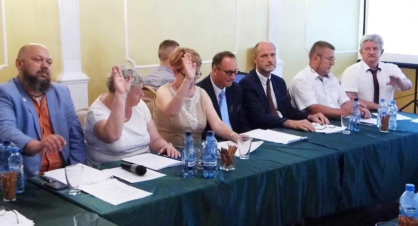 Samorządy Gminne, Pomagają każdemu - zdjęcie, fotografia