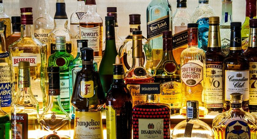Rada miejska, Alkohol prawną kontrolą - zdjęcie, fotografia