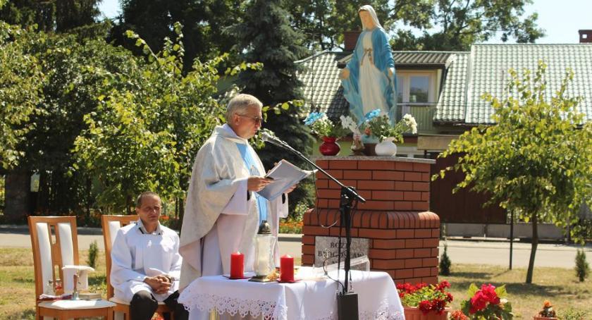 Wydarzenia lokalne, Mają swoją kapliczkę Kłobukowie - zdjęcie, fotografia