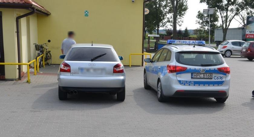 Wypadki, Groźny wypadek dyskontowym parkingu - zdjęcie, fotografia