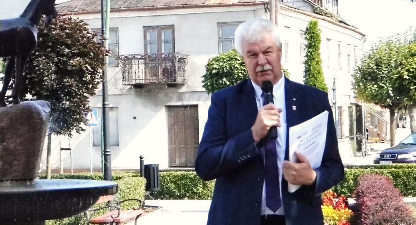 Rada miejska, Trzech chętnych fotel burmistrza Skępem - zdjęcie, fotografia