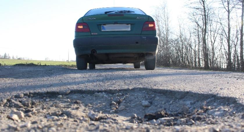 Inwestycje, Naprawią najgorszą drogę gminie - zdjęcie, fotografia