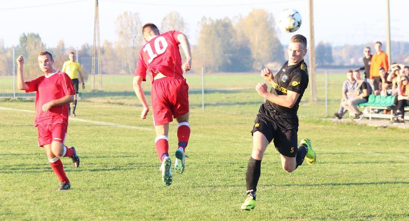 Piłka nożna, Orion przegrał Fabianki derbach [zdjęcia] - zdjęcie, fotografia