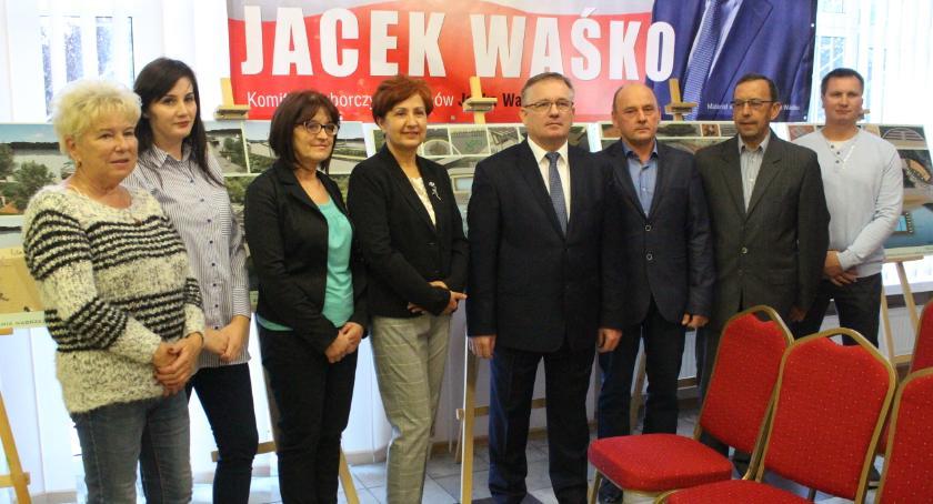 Urzędy, Burmistrz Dobrzynia Wisłą zaprezentował swoją drużynę - zdjęcie, fotografia