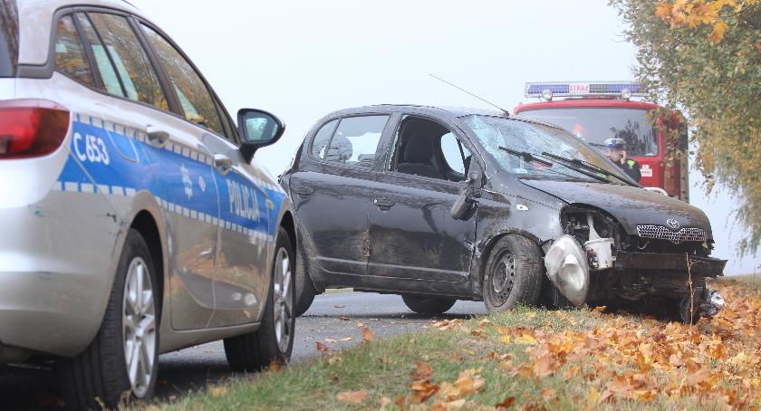 Wypadki, Niebezpiecznie regionie latka wypadła drogi - zdjęcie, fotografia