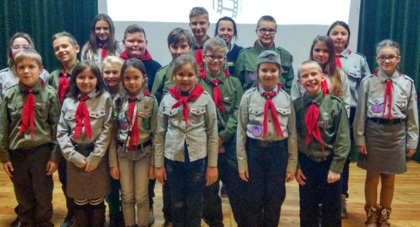 Stowarzyszenia i organizacje, Harcerze Tłuchowa wrócili odznaką - zdjęcie, fotografia