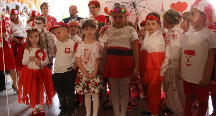 Edukacja, Patriotyczny pokaz Wielgiem - zdjęcie, fotografia