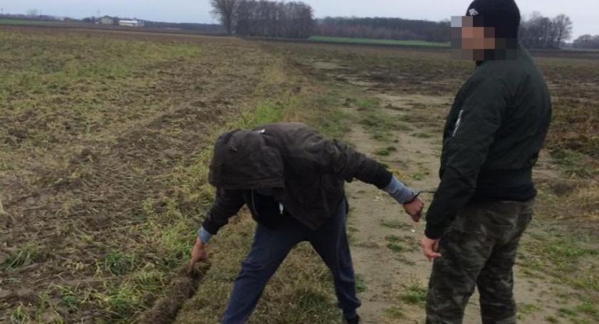 Kronika kryminalna, Bystry złodziej zgubił podczas ucieczki - zdjęcie, fotografia