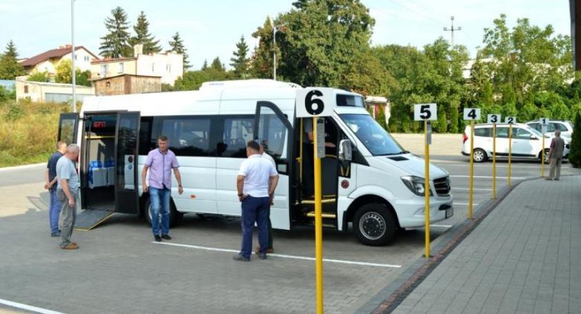 Samorząd Powiatowy, Satyra pustych autobusach - zdjęcie, fotografia