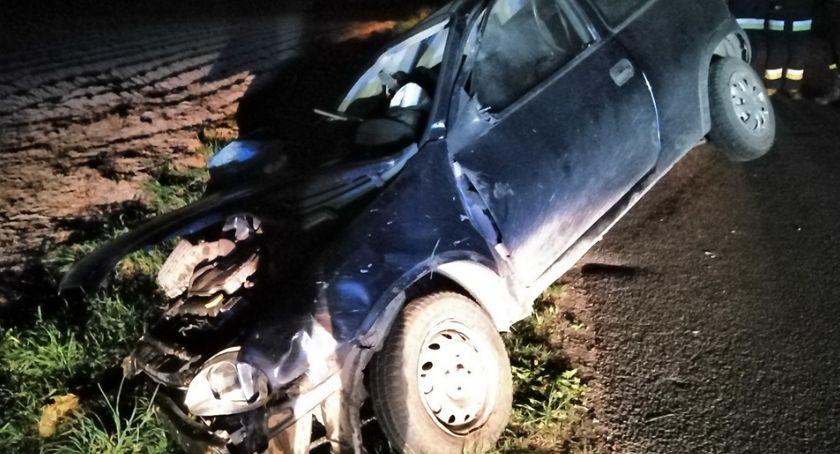 Wypadki, Groźnie Olesznie rowie droga zablokowana [zdjęcia] - zdjęcie, fotografia